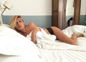 Grande Fratello, la prima doccia hot è della stabiese Mariana Falace
